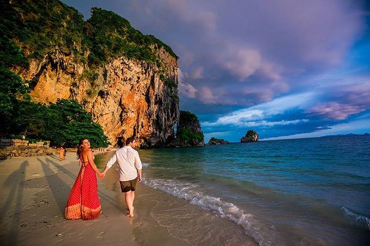Sneak peek from Rachel and Landon's Thai #engagementshoot @rayavadee_krabi on Phranang Beach overlooking Koh Yao Noi and other gorgeous islands and rock formations. All of the traditional Thai #longtail boats are tied up here at sunset and the colors are just amazing! http://gelinshop.com/ipost/1516373874931971879/?code=BULPgFSALcn