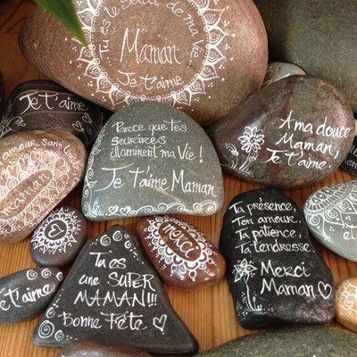 A Venir - Site de carinecreation65 ! #amour #maman #fêtedesmères #galet #encredechine #message #vie #mamanquidéchire #dessin #manadala