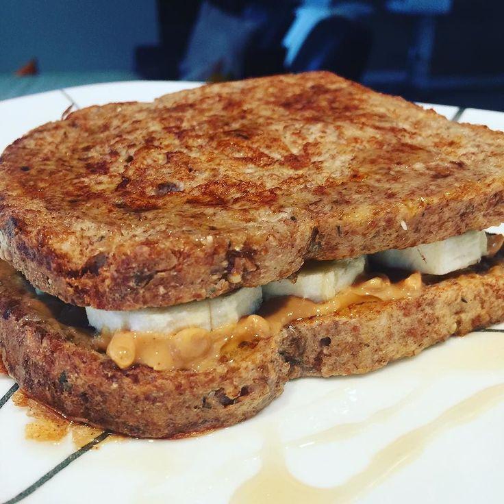 Que #delicia de desayuno! Sandwich de Tostadas francesas con mantequilla de mani banano y agave. Hechas con pan germinado las sumerges en esta mezcla: 1/2 taza de claras de huevo 1c vainilla 2C leche almendras 1c stevia 1c canela Pones en un sartén con aceite de coco por ambos lados. Cuando estan listas les pones 1 cucharadits de mantequilla de mani a cada lado pones banana Roceas con agave y a disfrutar! #desayunosaludable #cleaneating #healthyrecipes #lovemyfood #enjoywhatyoueat #banana…
