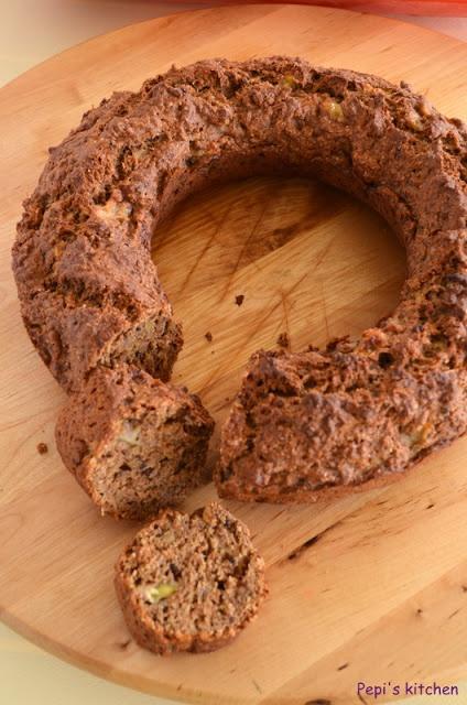 Υγιεινό κέικ με μπανάνα, μήλο και cocoa nibs http://pepiskitchen.blogspot.gr/2013/02/cocoa-nibs.html