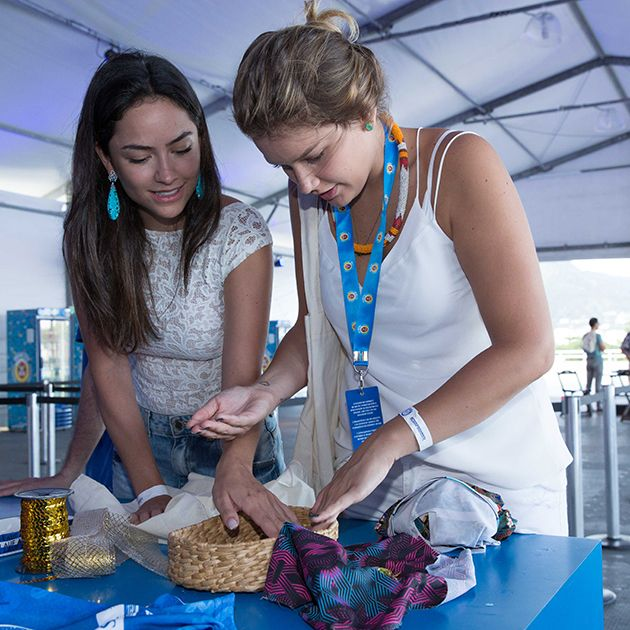 Site RG – Moda, Estilo, Festa, Beleza e mais Lu e Marcella Tranchesi customizando suas peças com as nossas estampas para assasar no Camarote da Boa 2016.
