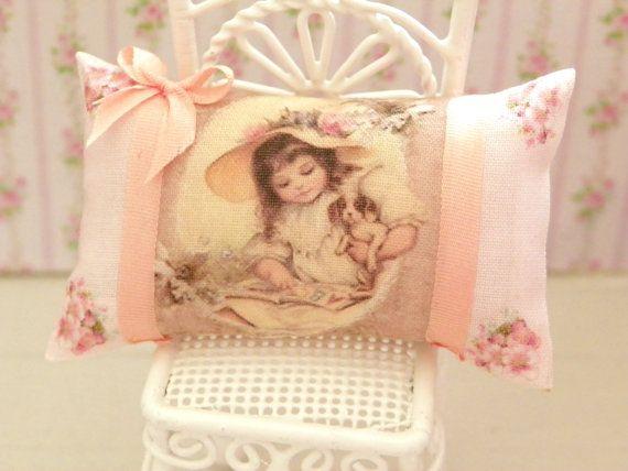 Кукольный дом потертый шик миниатюры подушки