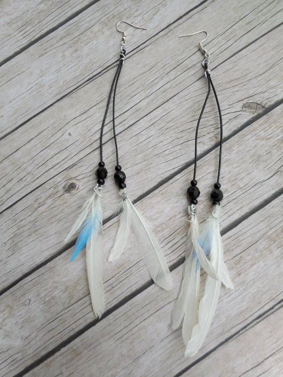 Echte vogelveren oorbellen witte parkieten veren zwart leren
