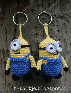 Minion key chain hanger - free crochet pattern in Dutch --- patroon sleutelhanger