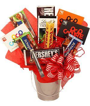 Cubeta con barras de chocolates gigantes para ellos