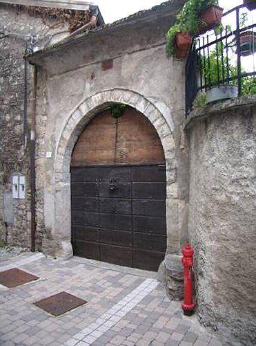 Pellio Intelvi (resti del castello, casa Corti)