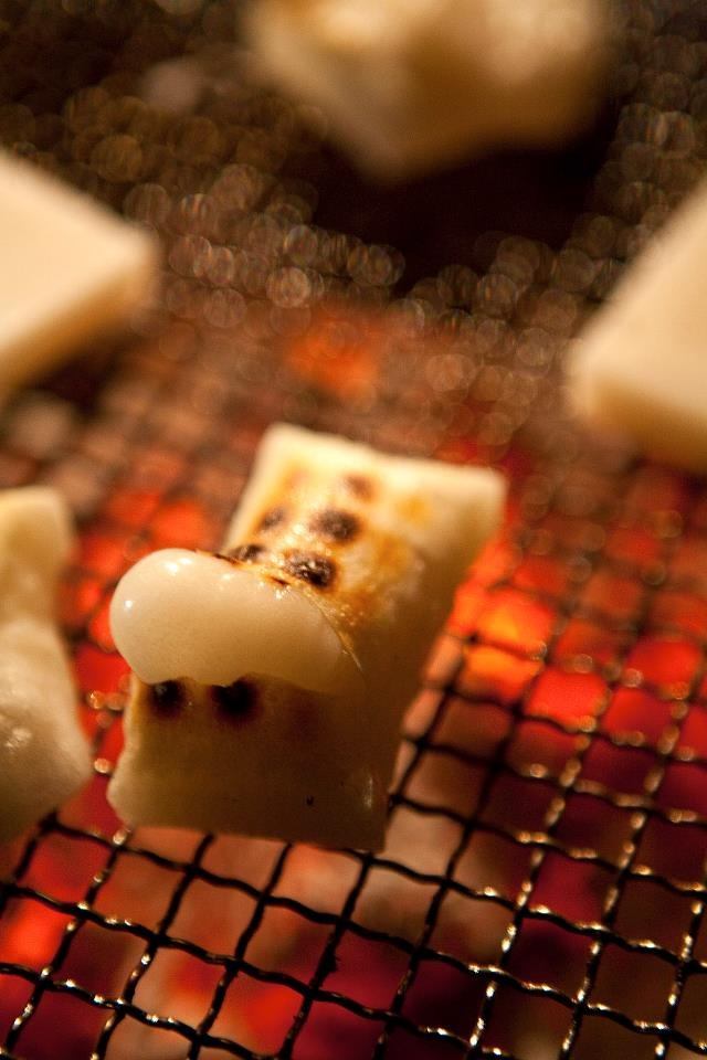 grilled mochi I once tried to impress my now husband with broiled mochi. I made him laugh with flaming mochi.
