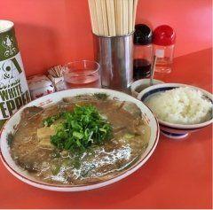 夕食で立ち寄った大のオススメラーメン店ほそかわさんですわ()/  定番のラーメン定食相変わらずこれが美味いわ京都のラーメンは豚骨醤油のスープに細麺背脂たっぷりのった熱々ラーメン() この暑い時には熱くて美味いラーメンほそかわでのりきってやー(O) tags[京都府]