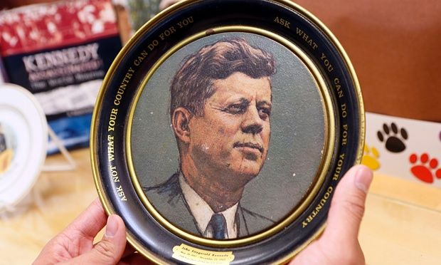 A vintage plate with JFK's inaugural address.
