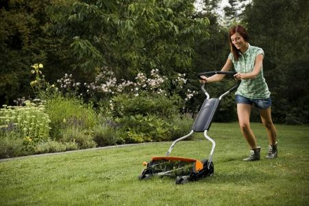 Puutarhassa puuhastelu on erinomaista hyötyliikuntaa.