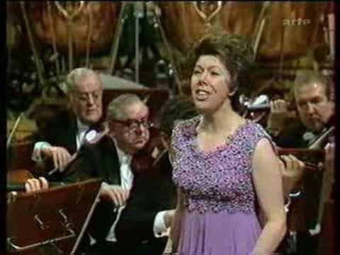"""Berlioz, Nuits d'été. Janet Baker.n°2. Le spectre de la rose - YouTube      """"et sur l'albâtre où je repose  un poëte avec un baiser écrivit:  'ci-gît une rose que tous les rois vont jalouser.'"""""""