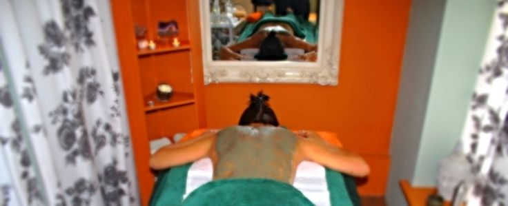 Eizun Detox Treatments includes : Skin Brushing, honey wash, detox mask, steam and massage.