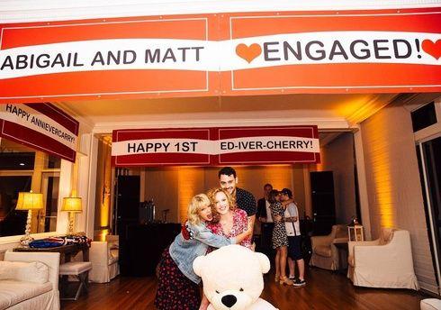 テイラー・スウィフトが幼馴染の婚約パーティを開催!エド・シーランやハイム、ケシャと演奏♪ エル・ガール・オンライン