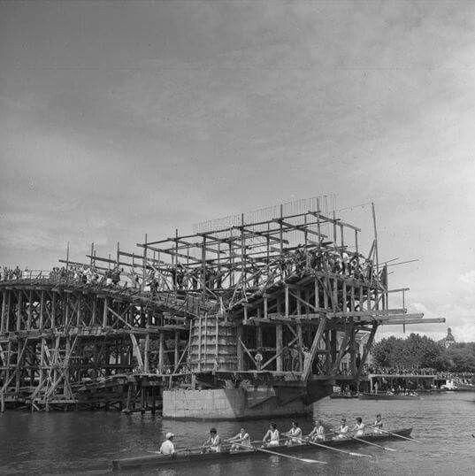 Puente Pedro de Valdivia en construcción.  Valdivia, año 1952.