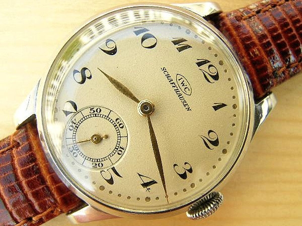 While a very attractive watch, the appeal of this piece to the vintage IWC collector lies in its calibre 62 movement.