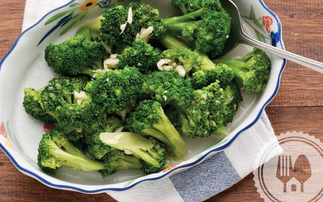 CAH BROKOLI #rasamasa #MainMeal #broccoli. Soak broccoli in salt water to remove any bacteria Among the flowerets.
