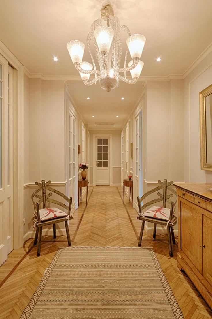 Dinterni Interior Design / Un luminoso appartamento privato - Un ambiente in cui fare sposare classico e moderno tanto negli arredi (scovati con perizia o spesso disegnati su misura) quanto nell'organizzazione degli spazi. http://www.dinterni-interiordesign.com/it/progetti-e-ristrutturazioni/un-luminoso-appartamento-privato