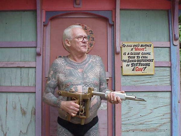 lyle tuttle and his 27 lb tattoo machine also great sign capt don arts and crafts. Black Bedroom Furniture Sets. Home Design Ideas