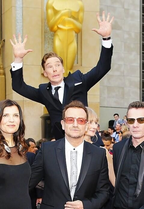 86th Annual Academy Awards ~ March 2, 2014: Close-up of Benedict Cumberbatch's photobomb behind U2 on the #Oscars red carpet.