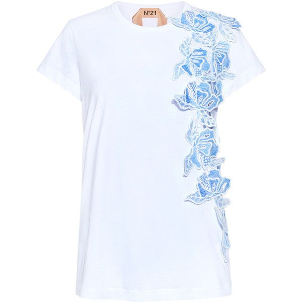 No.21 - Floral Macramé Lace T-shirt ($350) ❤ liked on Polyvore featuring tops, t-shirts, floral print tee, relax t shirt, floral t shirt, lace tee and lacy tops