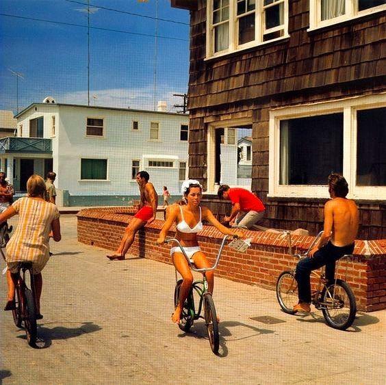 "Lorna Rodio no Instagram: ""Hermosa Beach Strand de Leroy Grannis, 1967""  – Vintage Fashion & Photography"