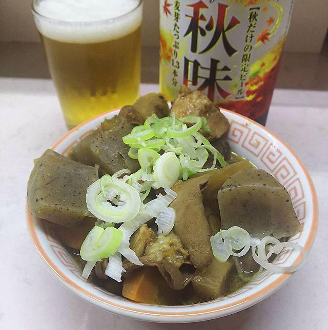 みなとみらい➡ #新宿 #思い出横丁  #岐阜屋 の #牛もつ煮込み  #根菜たっぷり系 #秋味 と😄😄 今週もお疲れさまでした… #よく飲みよく働く (笑) #japanesefood #nikomi #kirinbeer #瓶ビール党 #大瓶派 #omoideyokocho #igerstokyo #ig_tokyo #tokyotrip #tokyofood #japan #tokyo #shinjuku