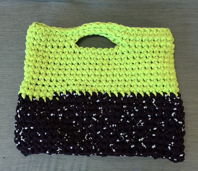 Ravelry: Tee Cakes Handbag pattern by Esther Hall