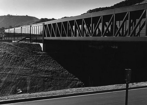 A Line in the Landscape: Craig Ellwood's 1977 Inhabited Bridge