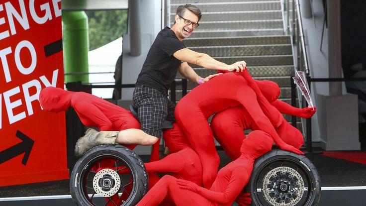 Honda создала автомобиль и спортбайк из людей - http://amsrus.ru/2017/07/01/honda-sozdala-avtomobil-i-sportbajk-iz-lyudej/