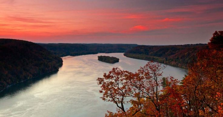 Pinnacle #Overlook in Lancaster County allows visitors to witness the beauty of the Susquehanna River. When you visit, look upriver along Lake Aldred pool or downriver over Holtwood Dam for miles upon miles of commanding views. @discoverlanc