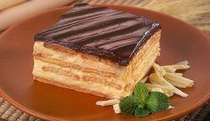 Torta à base de manteiga, Creme de Leite NESTLÉ® e Biscoito, com cobertura de Chocolate Meio Amargo