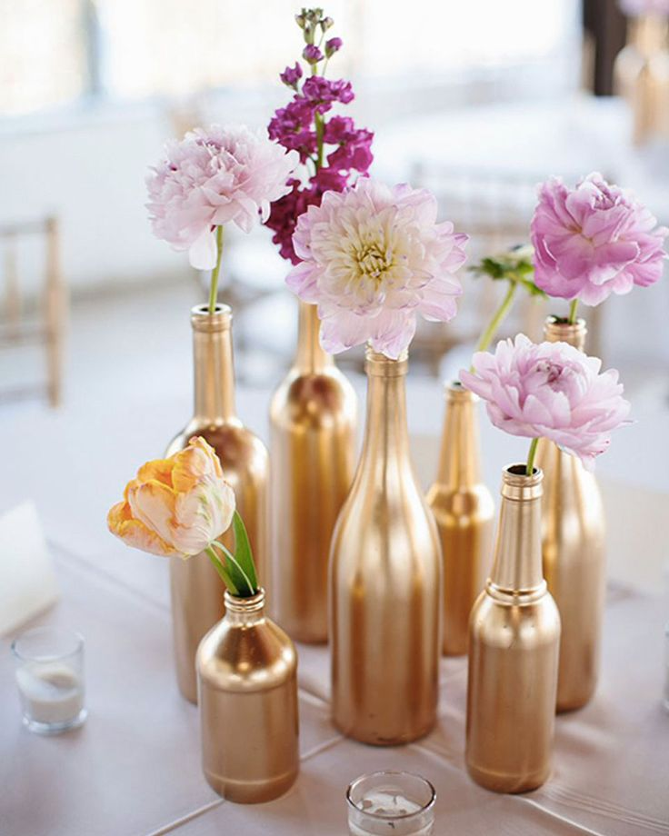 17 meilleures id es propos de fleurs de bouteilles de vin sur pinterest vases de bouteilles. Black Bedroom Furniture Sets. Home Design Ideas
