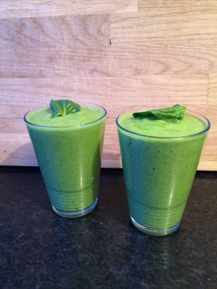 """Popeye"" shake with spinach, lemon, grapefruit, apple, banana. Recepy by Dutch bio-cook #Rens #Kroes."