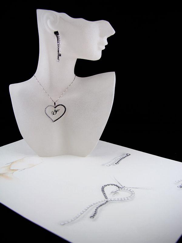 Collana con iniziali disegnata e realizzata da Aurora Gioielli.