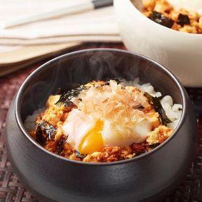 お手軽食材を使った簡単ねこまんまです。コチュジャンとめんつゆを合わせたたれに卵がからんでご飯が進みます♪ - 81件のもぐもぐ - 豆腐と温泉卵の韓国風おかかご飯 by いいだし、いい鰹節。ヤマキ