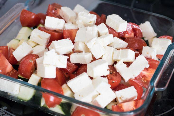 Low Carb Feta-Tomaten-Auflauf mit saftigen Hähnchenstückchen