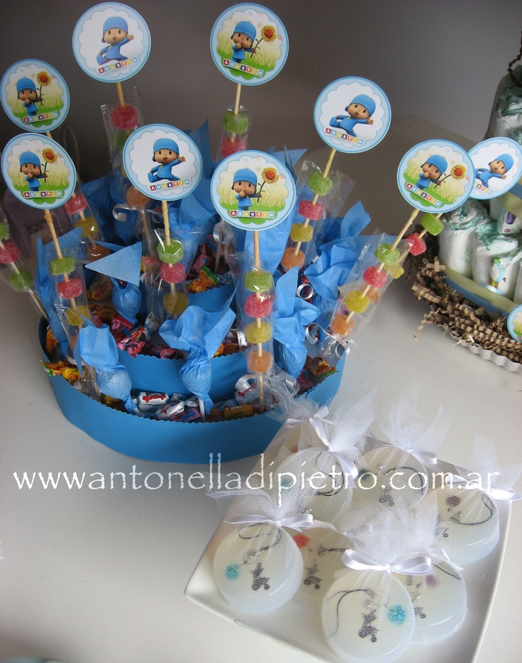 Sweet cake and party favors. Jabones con dijes para el celular. http://antonelladipietro.com.ar/blog/2011/12/pocoyo-part/