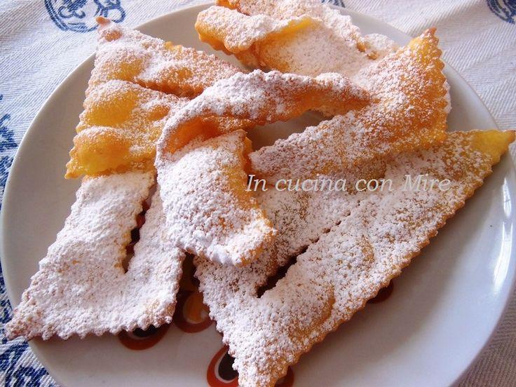 Le chiacchere di carnevale è il periodo giusto per fare le chiacchiere al succo di mandarini, vi lasceranno in bocca un sapore ed un profumo meraviglioso.