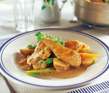 Oreganokyckling - Mör kyckling som blir insvept i en magiskt fyllig sås som har tagit smak av den fluffiga grädden, vitlök och oregano. Enkel, snygg och fantastisk god.