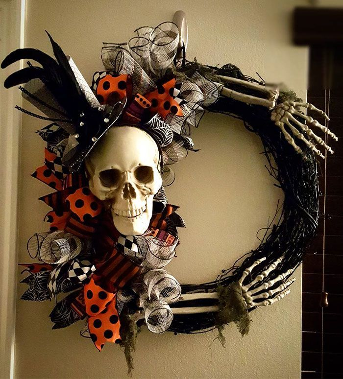 halloween wreaths are a thing now and theyre creepily awesome halloween wreathsholiday wreathshalloween diyhalloween decorationsholiday ideashalloween - Cheap Diy Halloween Decorations