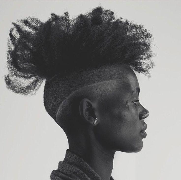 – Hiluv (Lilian Spingler) auf Instagram: aufgenommen von @trokonv || schwarze Frauen. Dunkle Haut. Schönheit. Porträts. Frisuren. Haar. Kurze Frisuren. Nervöses Haar …