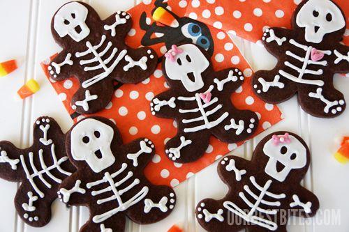 skeleton gingerbread men cookies: Skeletons Cookies, Gingerbread Skeletons, Gingerbread Cookies, Cookies Cutters, Halloween Treats, Gingerbread But, Skeletons Gingerbread, Halloween Edible, Halloween Cookies