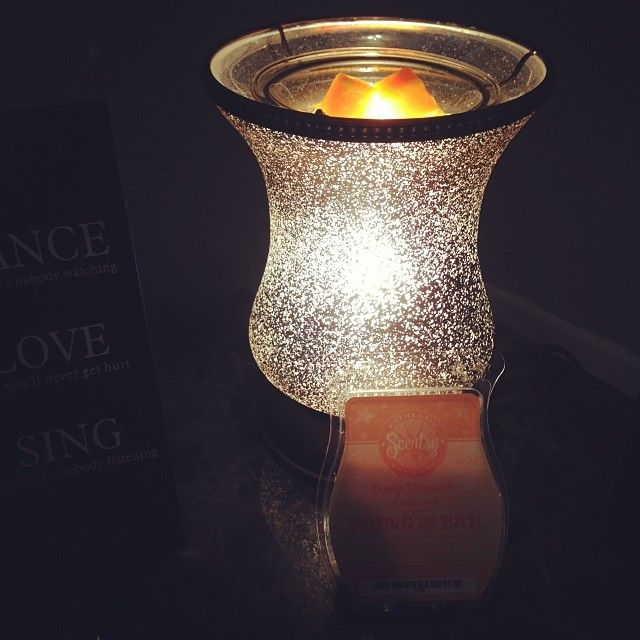 Cream Tulip Shade Warmer #Scentsy Facebook: Scentsy by Molly Wabel https://mollywabel.scentsy.us