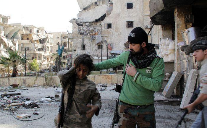 Avioanele ruseşti bombardează în Siria.Rusia a trimis avioane, tancuri, transportoare blindate şi tehnică de luptă în Siria.China a trimis şi ea tehnica militară şi soldaţi, tot în vederea război…