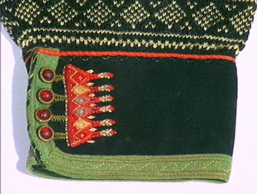 Embroidered sleeve edge. Norwegian knitted pullover. DigitaltMuseum Setesdal