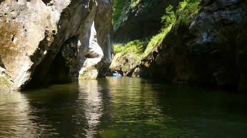 Rafting in Cheile Corcoaiei. Cu caiacul pe rauri si lacuri. Mehedinti-Cheile Corcoaia. - Tataru.G.Iulian, Menghele