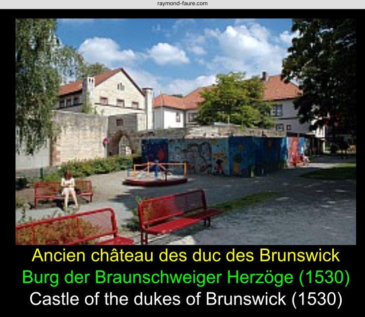 """um 1300 - 1530 / Burg der Braunschweiger Herzöge - jetzt Amtsgericht und Haftanstalt mit Spielplatz im Vordergrund  Über den Platz """"Am Plan"""" gelangt man zur Burg der Braunschweiger Herzoge. Mitte des 13. Jh. wurde die Anlage als Wasserburg erbaut und besaß einen Hauptzugang über die Gande. 1318 wurde die Burg als """"Castrum nomine Gandersheym"""" erstmals urkundlich erwähnt und 1530 umgebaut. Nachdem die Burg als zeitweiliger Wohnsitz der Braunschweiger Herzoge gedient hatte, war im…"""