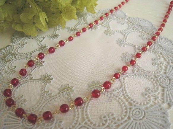 真っ赤な可愛いチェコビーズをつなげたシンプルなネックレスです♪胸元がパッと明るく、華やかになりますよ!タートルネックのセーターなどにもピッタリ!ロングネックレ...|ハンドメイド、手作り、手仕事品の通販・販売・購入ならCreema。