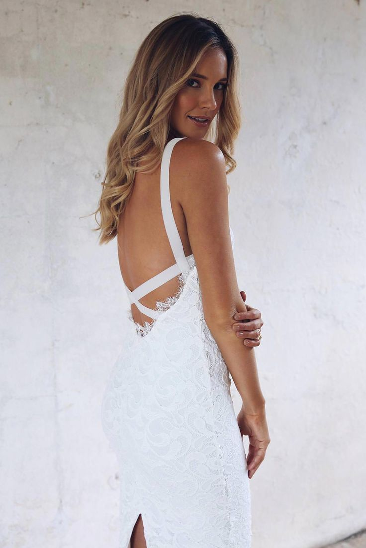 Nia 2.0-RTW Nia is all about the clean silhouette and stretch lace that moulds to your body.