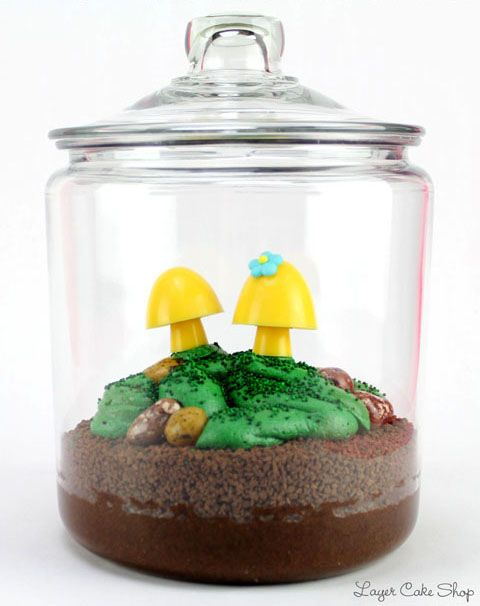 Find the instructions to make this crazy adorable Terrarium Cake HERE at The Daily Mixer, the blog of the Layer Cake Shop.: Adorable Terrarium, Baby Food, Terrarium Cake Cuteness, Candy Terrarium, Candy Mushrooms, Terrariumcake